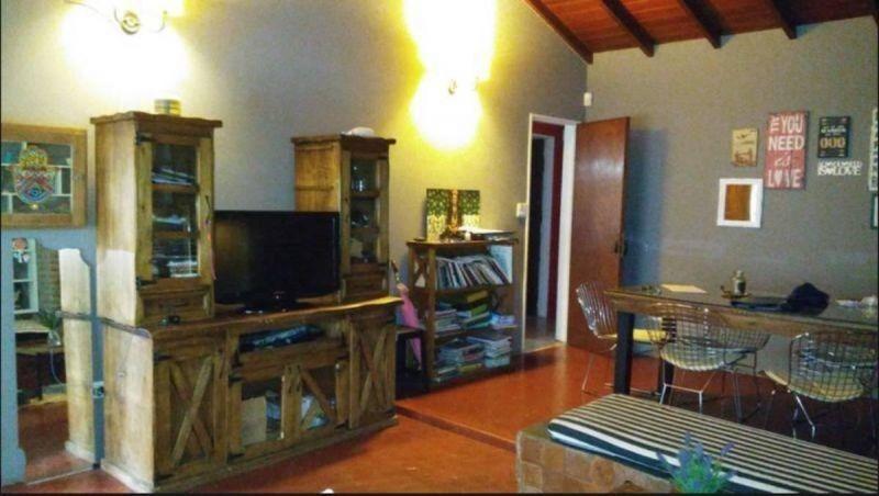 casa 5 ambientes con cochera y jardin