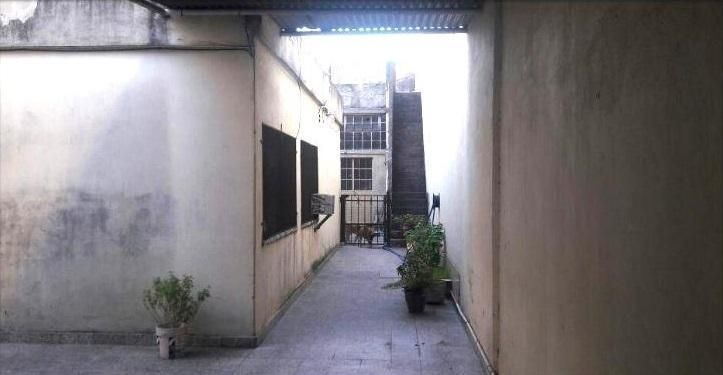 casa 5 ambientes con cochera y locales