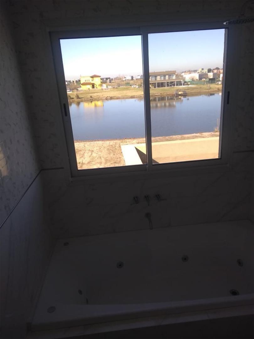 casa 5 ambientes con dependencia a la laguna