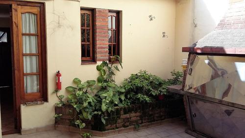 casa 5 ambientes con garage,patio, parrilla y terraza