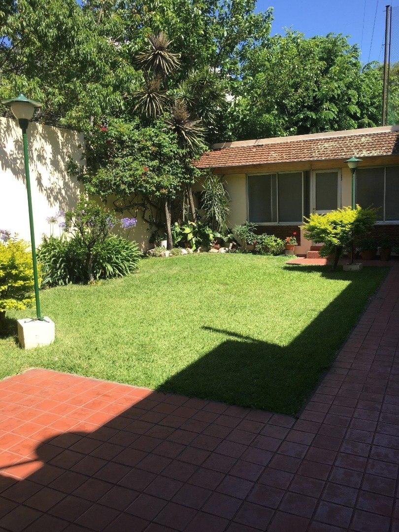 casa 5 ambientes con jardin