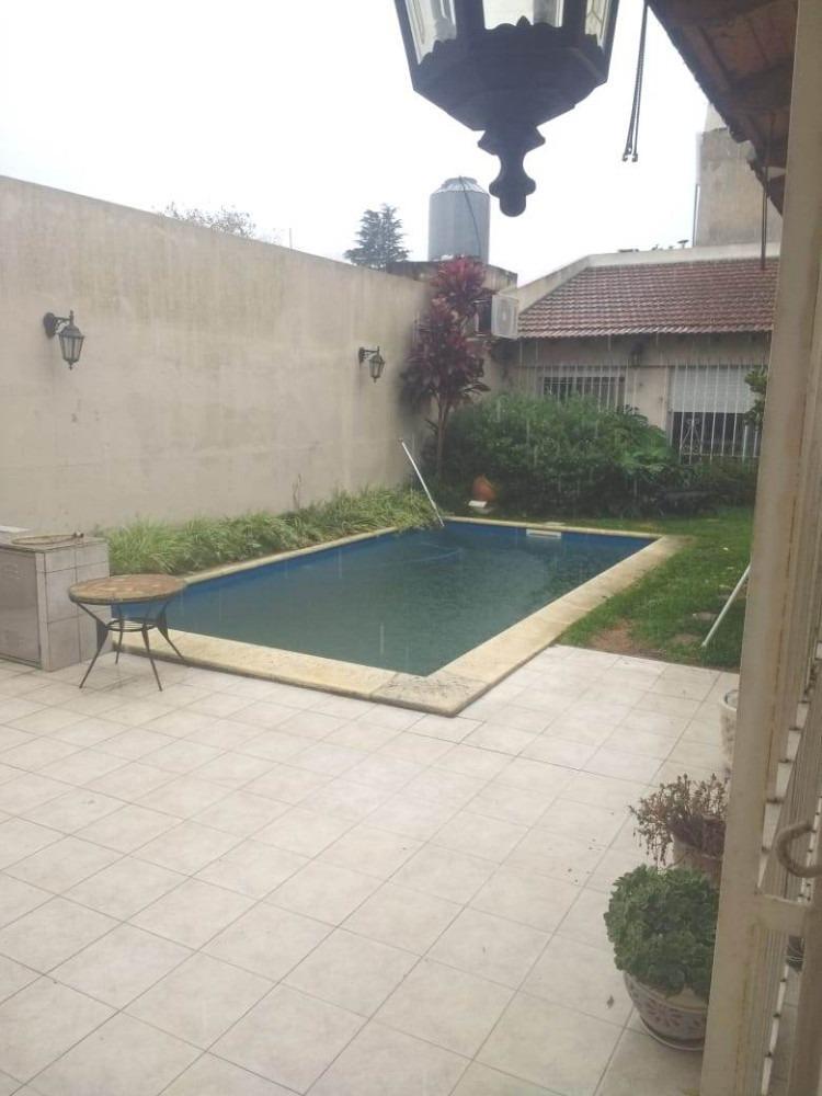 casa 5 ambientes con jardín y pileta