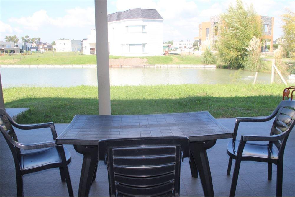 casa 5 ambientes en  las golondrinas a la laguna