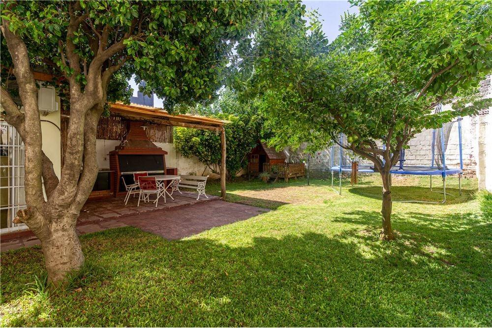 casa 5 ambientes en villa adelina