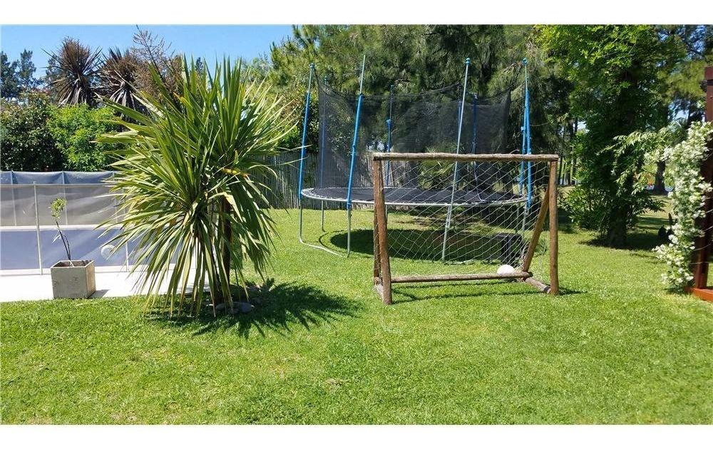 casa 5 ambientes impecable gran jardín con pileta