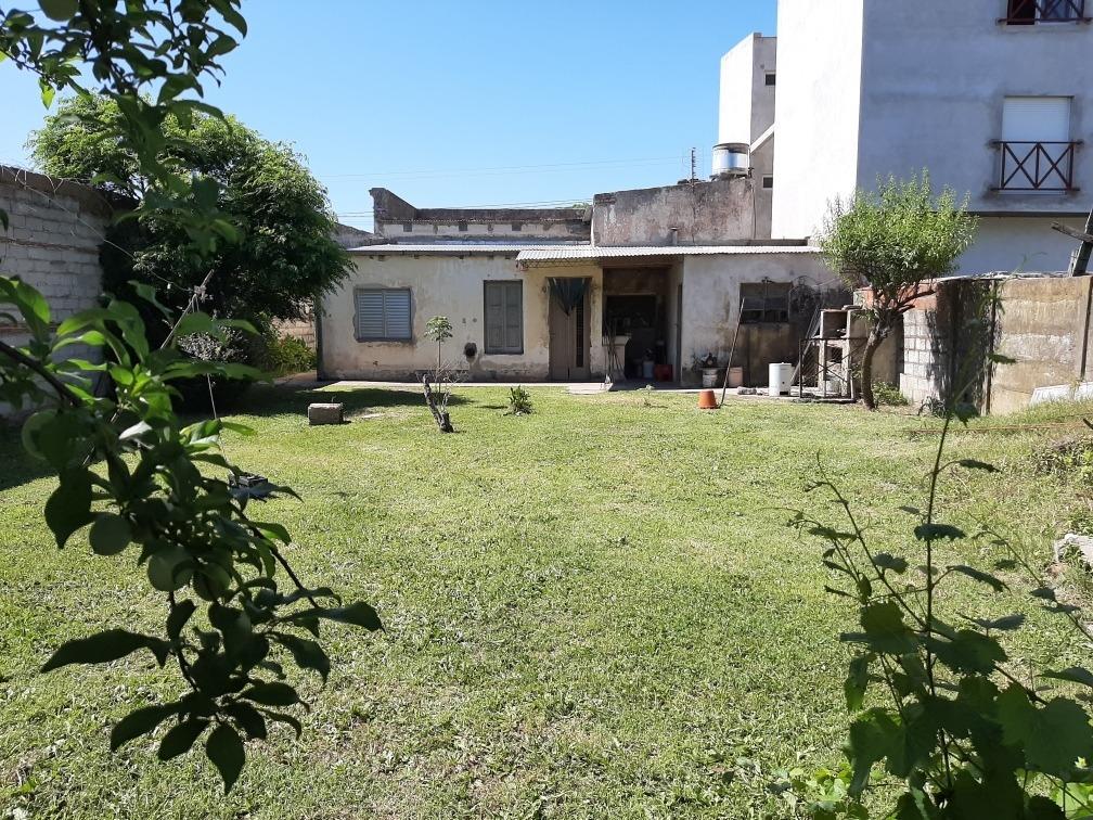 casa 5 ambientes un baño, lavadero y patio