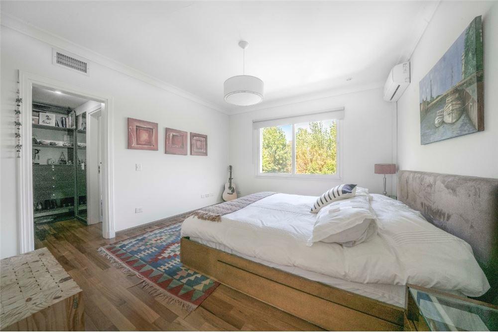 casa  5 dorm con vestidor en suite, jardin, pileta