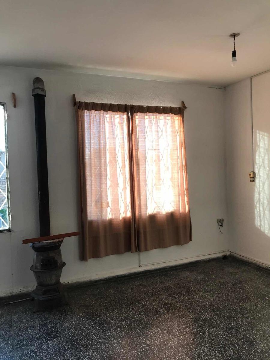 casa 5 dormitorios, 3 baños, garaje y demás en dos plantas.