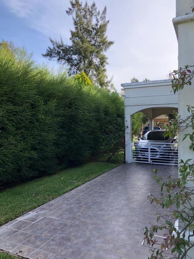 casa 6 amb piscina 2 plantas excelente estado country el lauquén, canning