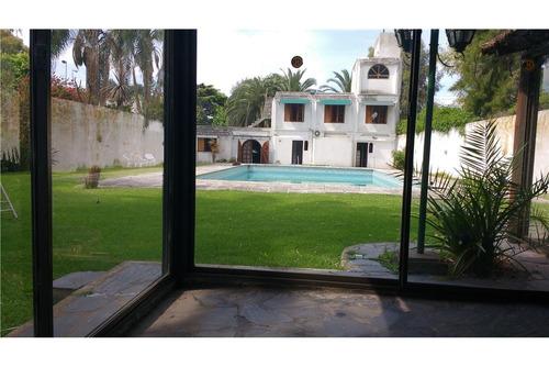 casa 6 amb sobre avenida,piscina,quincho,jardin