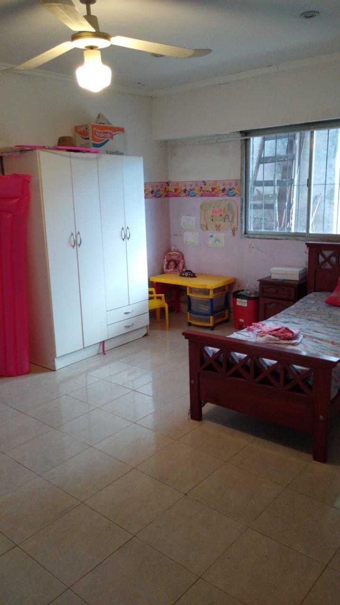 casa 6 amb y 2 pisos en venta en merlo centro