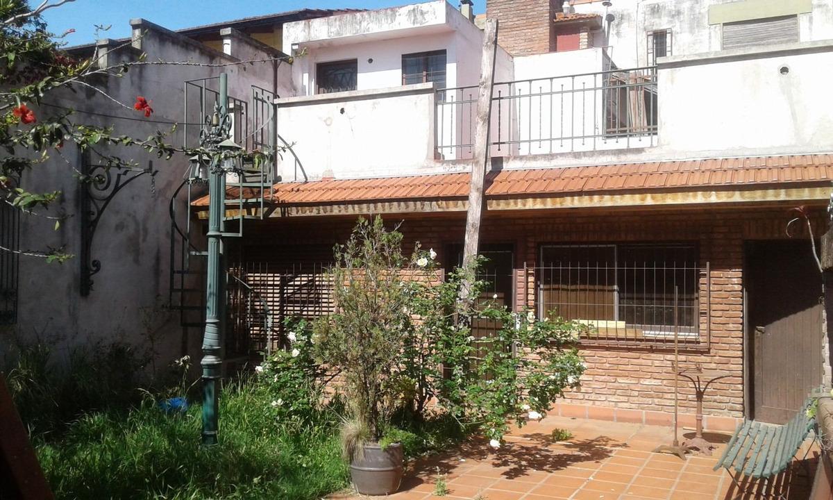 casa 6 ambientes en dos plantas fondo libre
