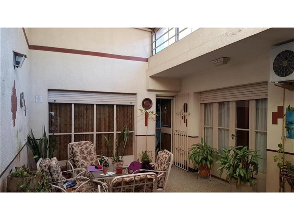 casa 6 ambientes en venta en excelente zona parque chas