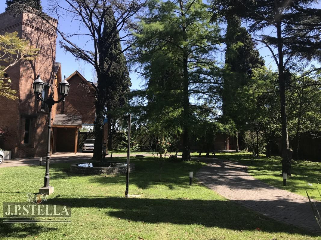 casa 6 ambientes - quincho - pileta - casa de caseros- villa luzuriaga
