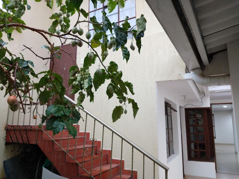 casa 6 habitaciones sector comercial barrio el recuerdo