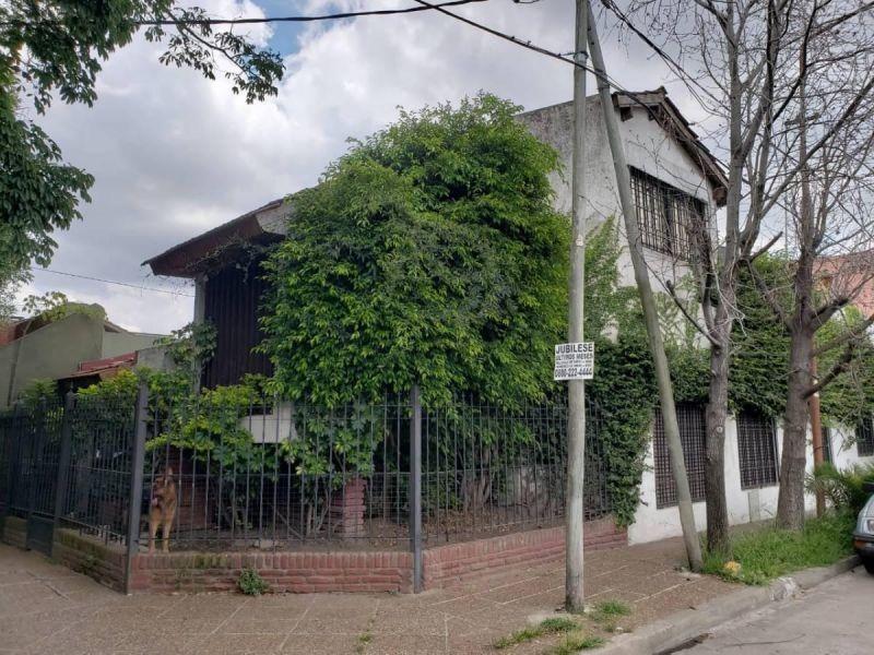 casa 7 ambientes con cochera, terraza en esquina