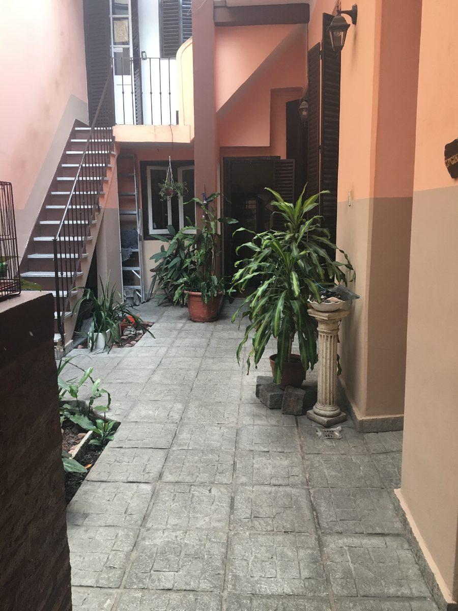 casa 7 ambientes en 2 plantas con patio, terraza y cochera