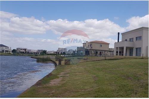 casa 7 ambientes puertos del lago acepta permuta