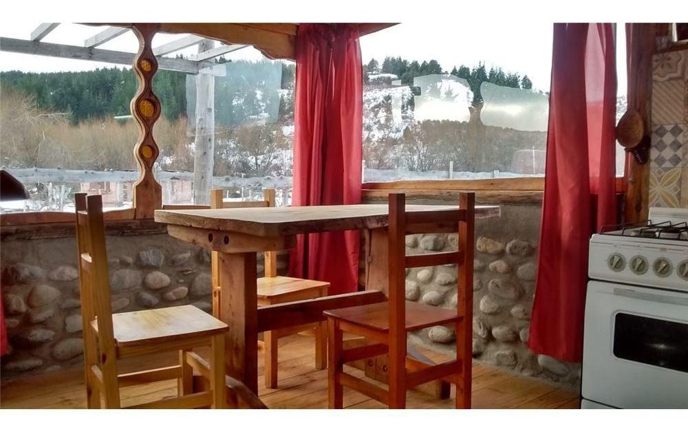 casa 70 m2 en cholila s/lote 555 m2 muy funcional