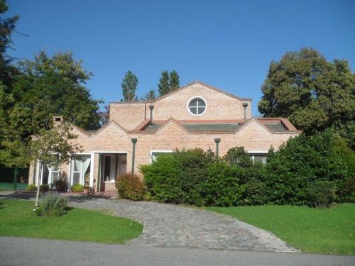 casa 8 amb+garaje 2 autos+ quincho+ cuarto servicio+piscina