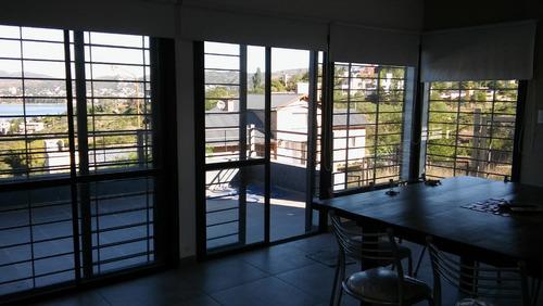 casa  8 pers con pileta y gran vista al lago y la ciudad