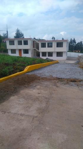 casa a 10 min de guayllabamba, barrio rosalía