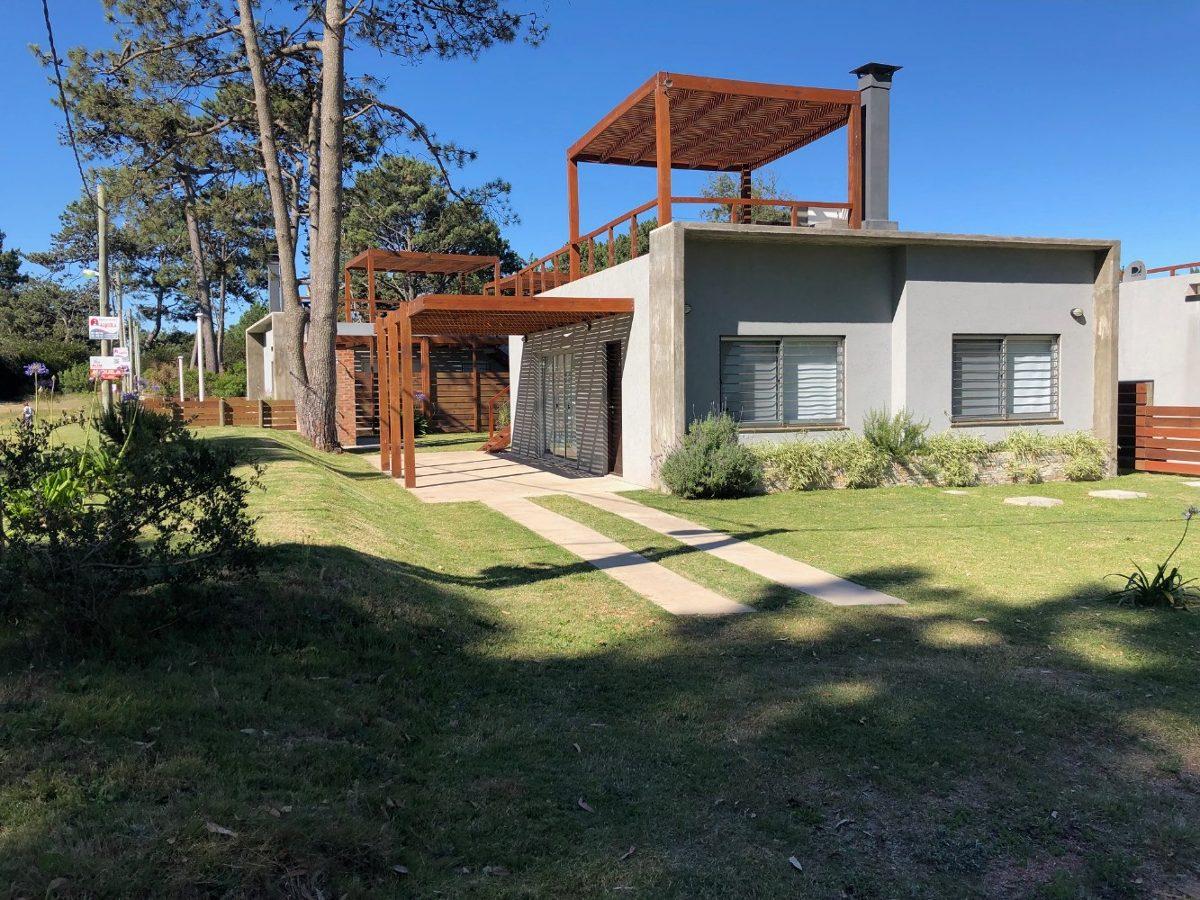 casa a 150 mts del mar - punta colorada piriápolis