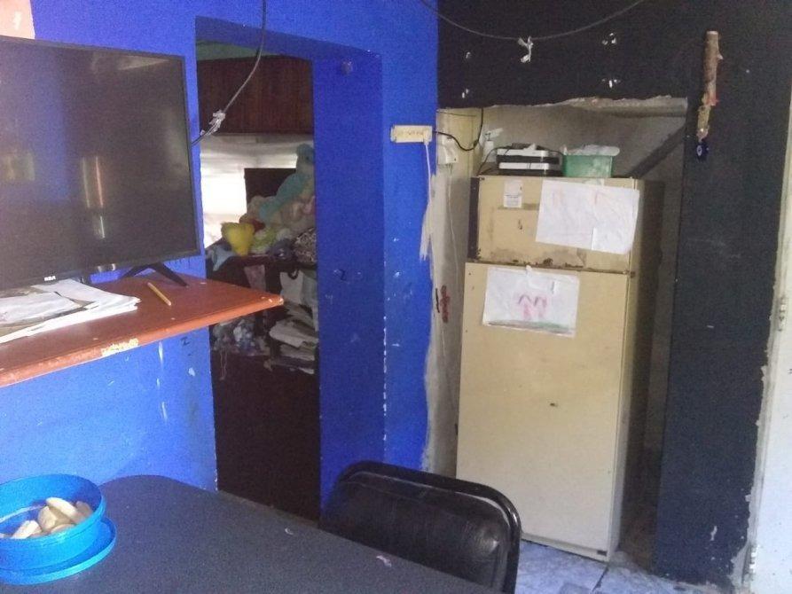 casa a 2 cuadras de la estación - longchamps  a reaccionar
