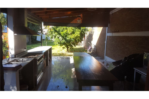 casa a 200 mtrs del río!! 5 dormi+quincho- 516 m²