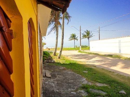 casa a apenas 50 metros do mar, estuda permuta.