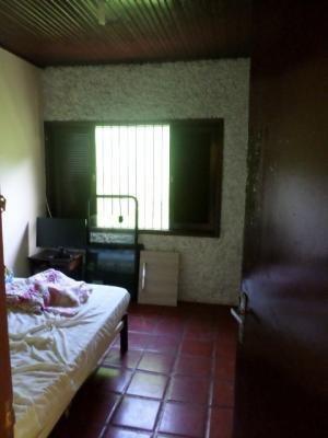 casa a apenas 500 metros do mar, com 3 quartos, ampla!