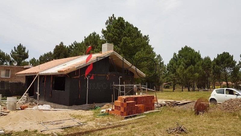 casa a construir en barrio privado en pinares 3 dormitorios con parrillero-ref:36074