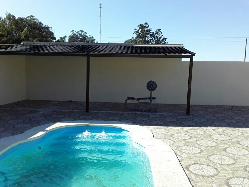 casa a estrenar a una cuadra de la playa .con piscina