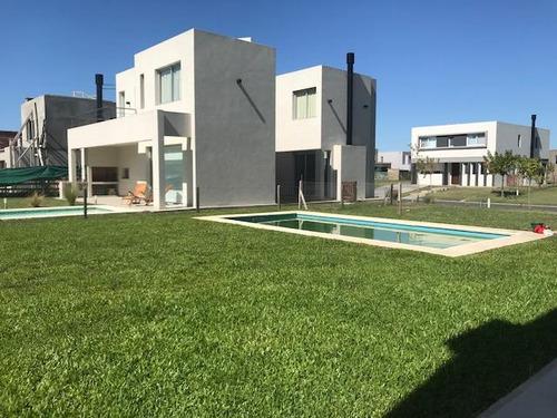 casa a estrenar, barrio tipas, nordelta. 5 ambientes, dependencia, parrilla, piscina.