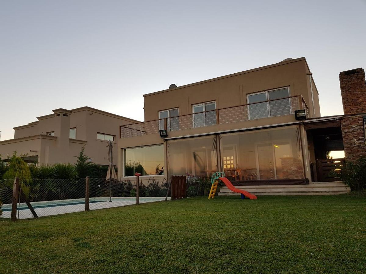 casa a la laguna con muelle, 5 ambientes con piscina. san benito