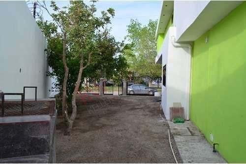 casa a la renta en fraccionamiento valle de santiago zona henequén