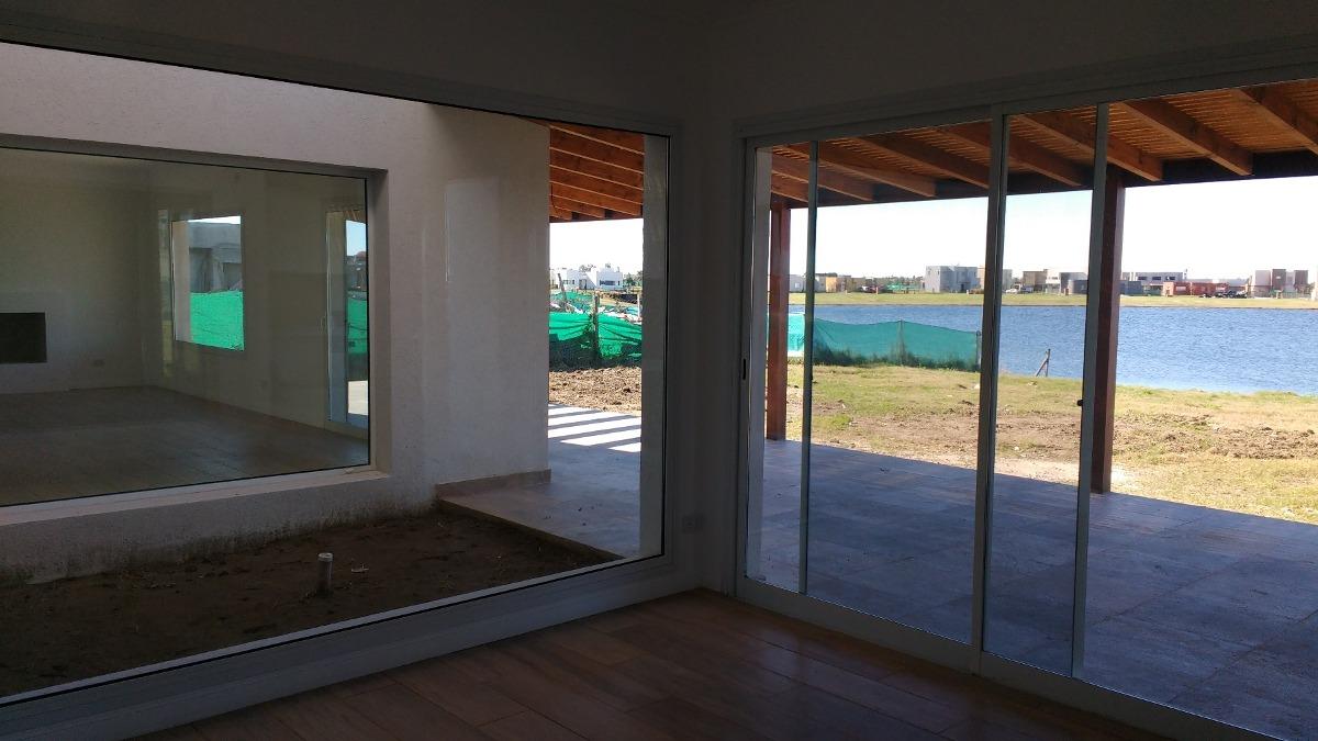 casa a la venta a laguna barrio san gabriel villanueva