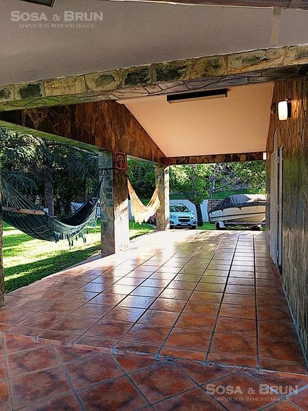 casa a la venta con bajada al lago y  piscina en villa carlos paz