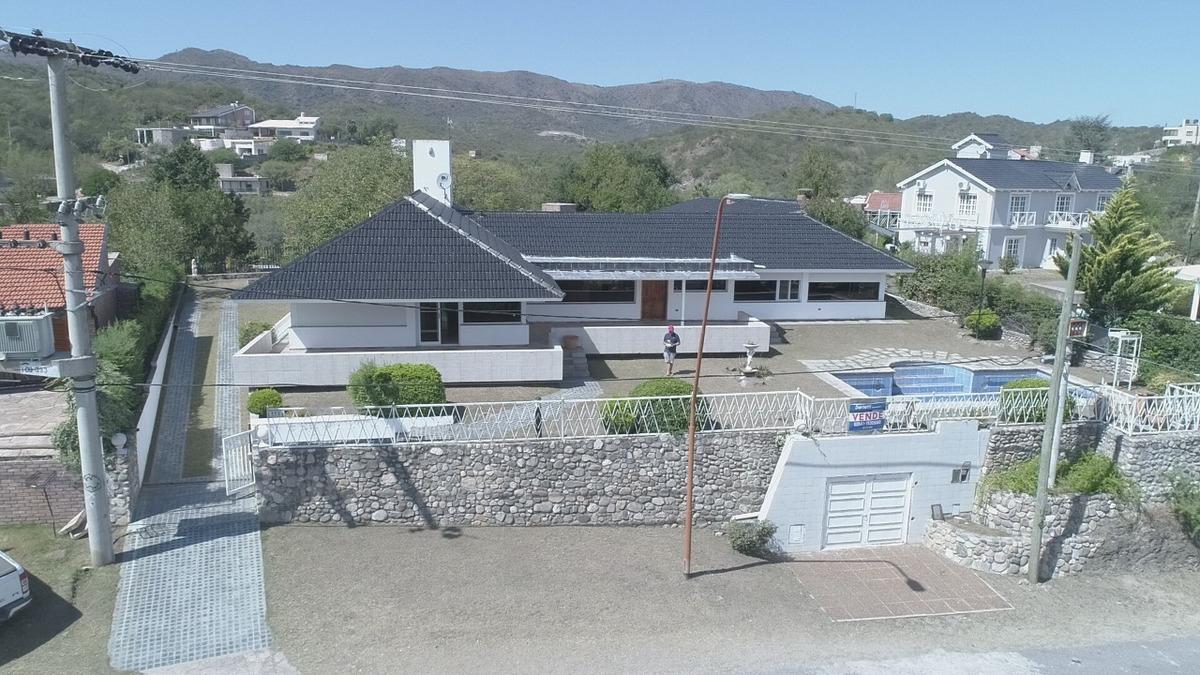 casa a la venta en costa azul, villa carlos paz. (c1)