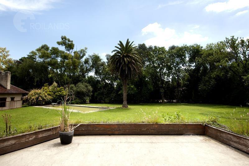 casa a reciclar con quincho, pileta y parque enorme en highland park