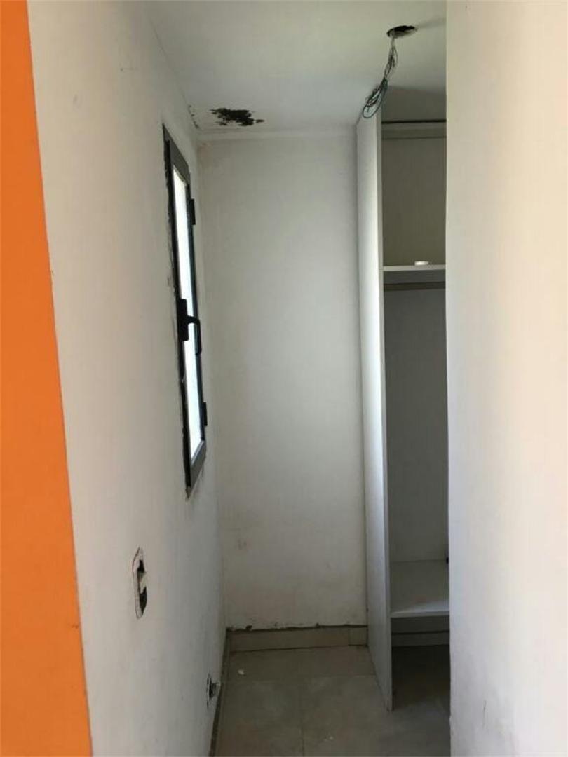 casa a refaccionar, brrio santa isabel i, 4 amb .lote 700 m2