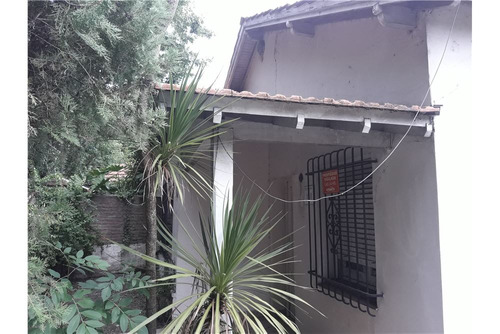 casa a restaurar en barrio residencial