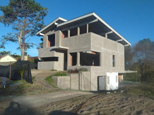 casa a terminar a 4 cuadras del mar en valeria del mar