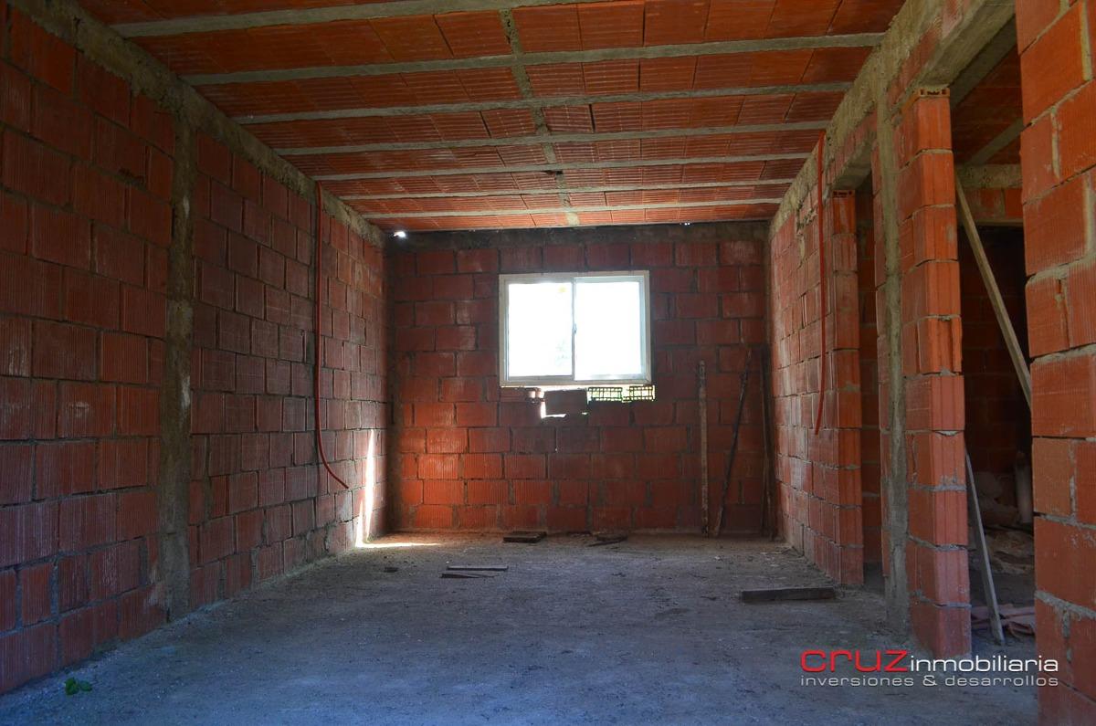 casa a terminar en zona alta de carpinteria