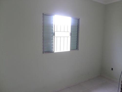 casa a venda com 2 dormitórios  em itanhaém.