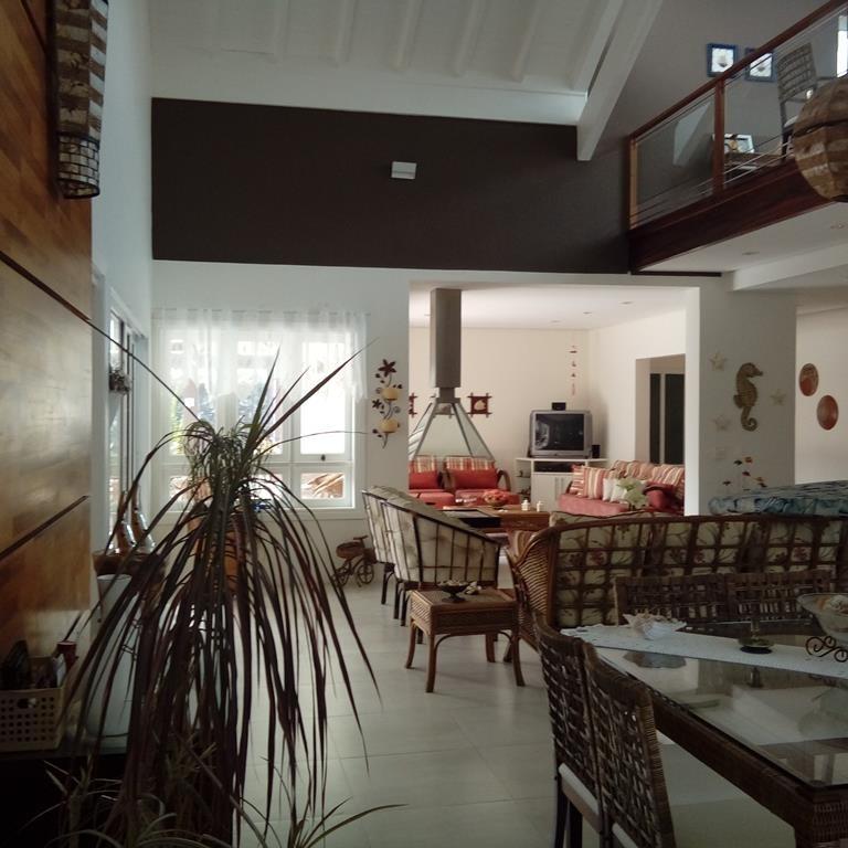 casa a venda em peruibe  em condomínio de alto padrão