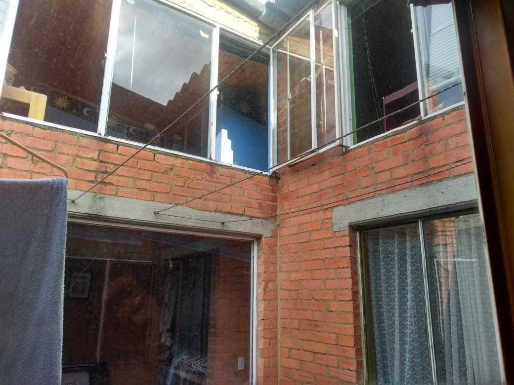 casa abitada 4 personas y 2 baños