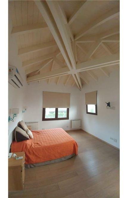 casa aguadas tres dormitorios sobre bv principal