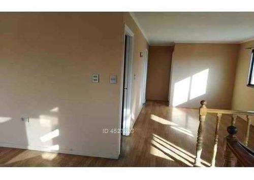 casa aislada con 2°piso en excelente sector residencial. las condes