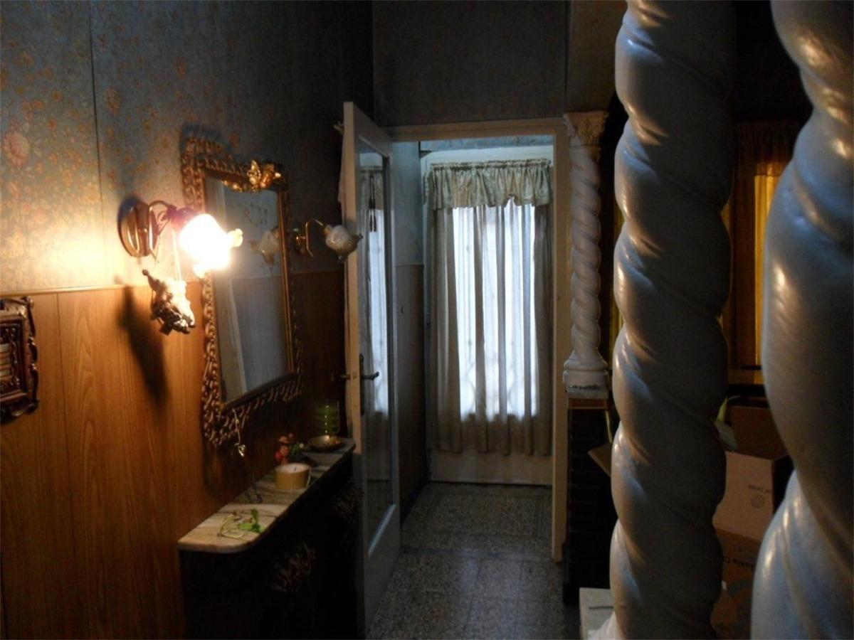 casa al frente 2 dorm. cochera, terraza, parrilla y patio